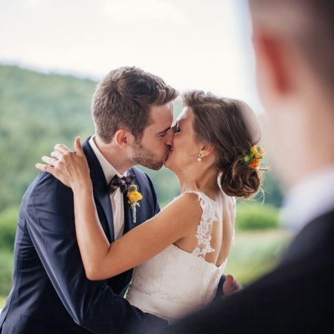 Hochzeit Karina & Johannes Kuss im Weinschloss Thaller