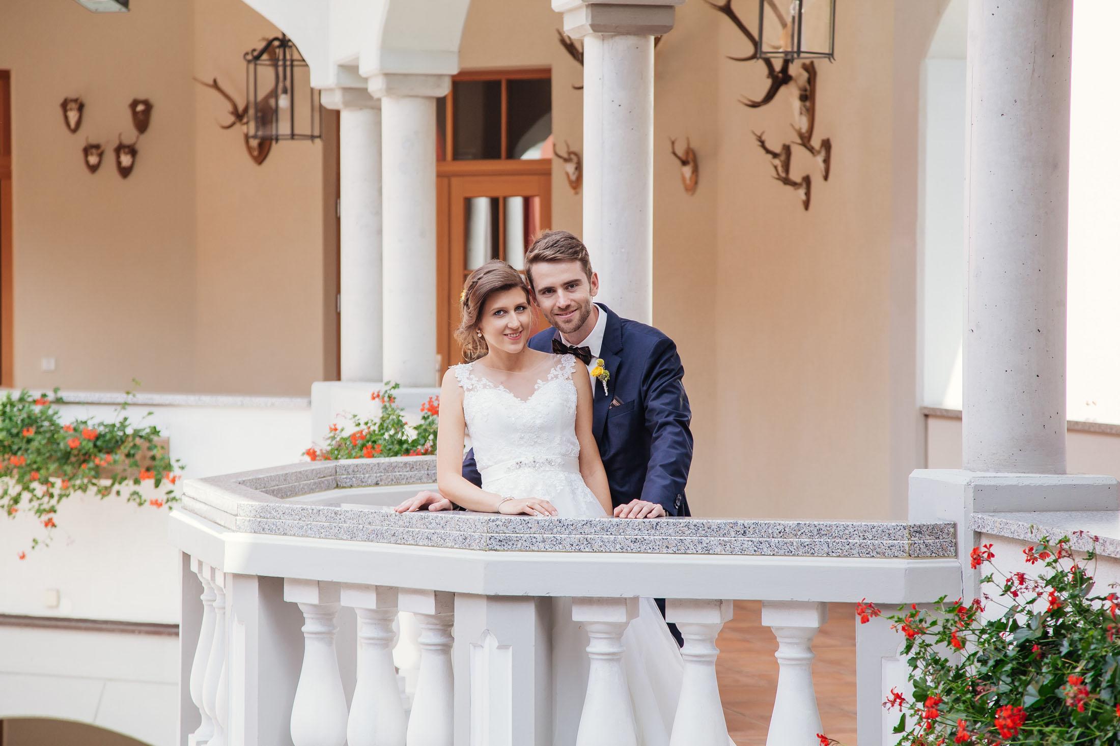 Hochzeit Karina & Johannes auf Balkon im Weinschloss Thaller