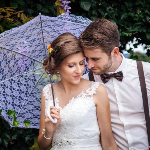Hochzeit Karina & Johannes unter Sonnenschirm im Weinschloss Thaller