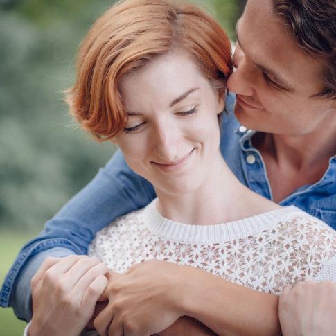 Verlobungsfotos Magdalena & Philipp Umarmung