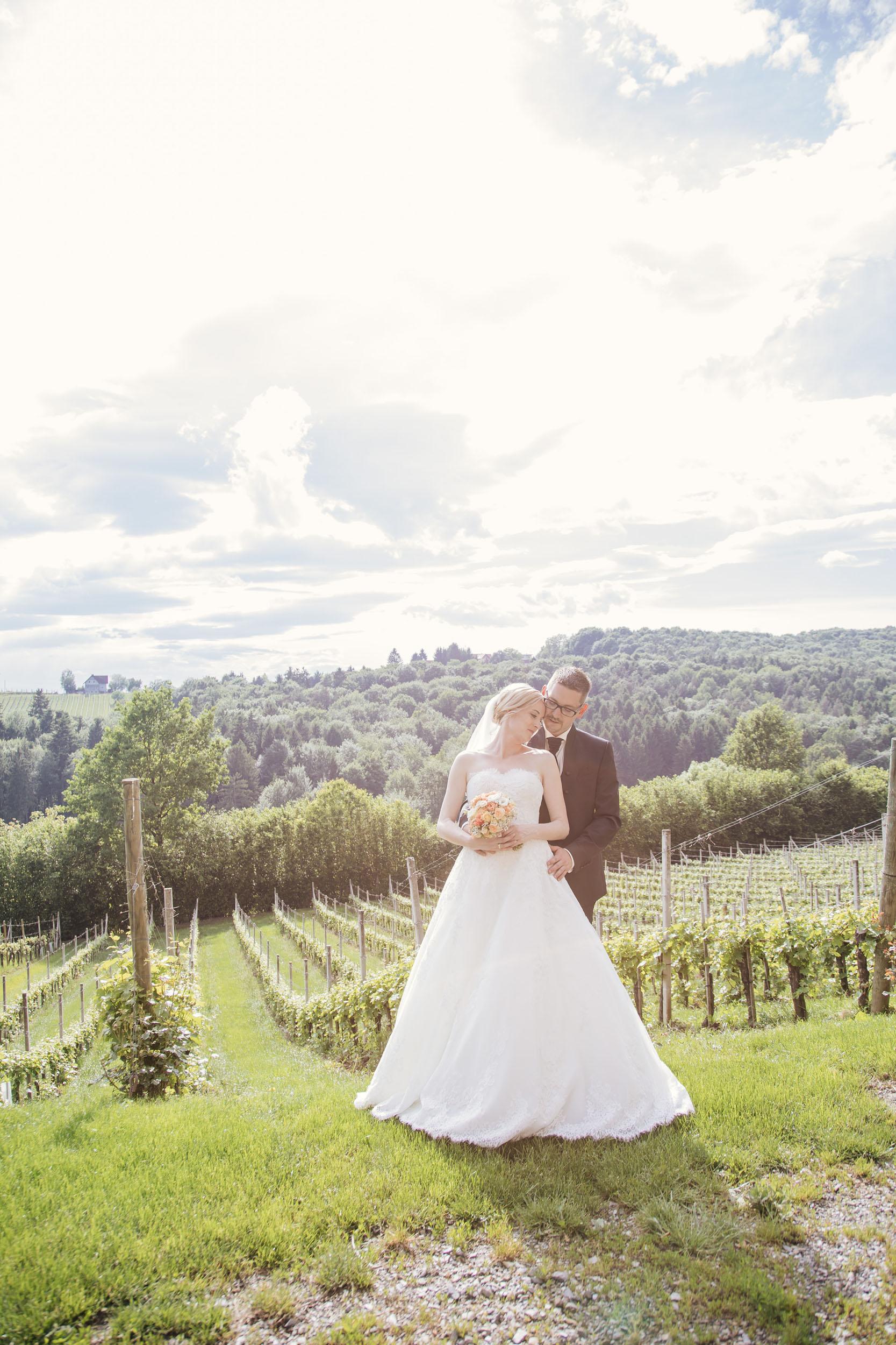 Christine & Robert - im Weingarten